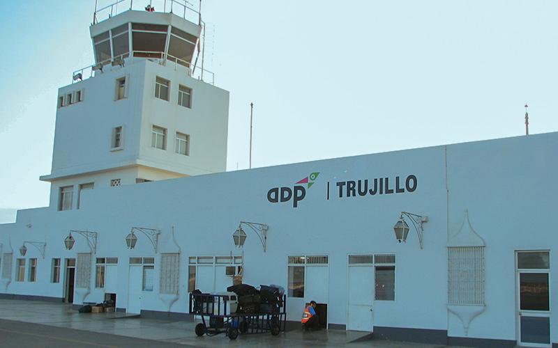Aeropuerto Internacional Capitán FAP Carlos Martínez de Pinillos en Trujillo