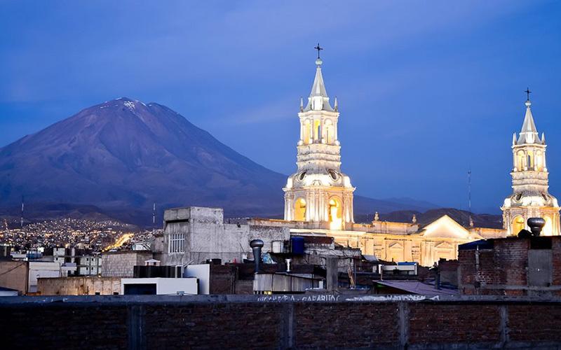 Arequipa Ciudad de noche