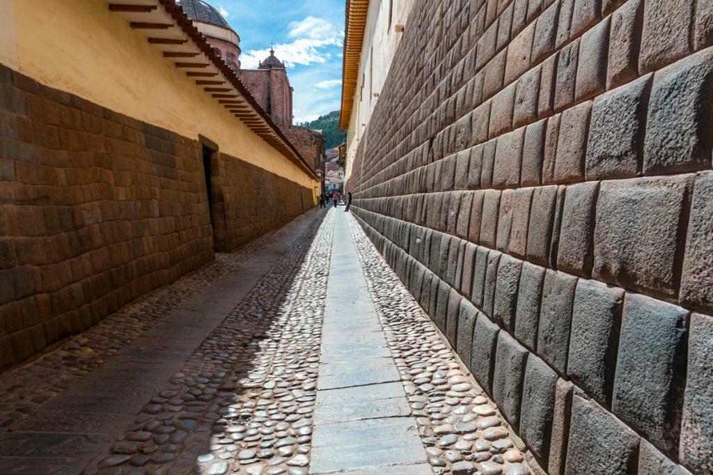 Calle Hatun Rumiyoq