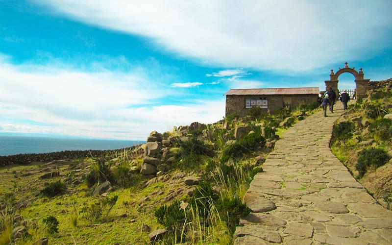 Camino de piedra de la Isla Taquile Puno Perú
