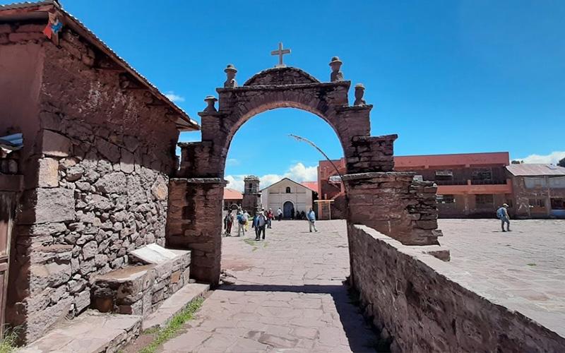 Interiores de la Isla Taquile de Puno Lago Titicaca
