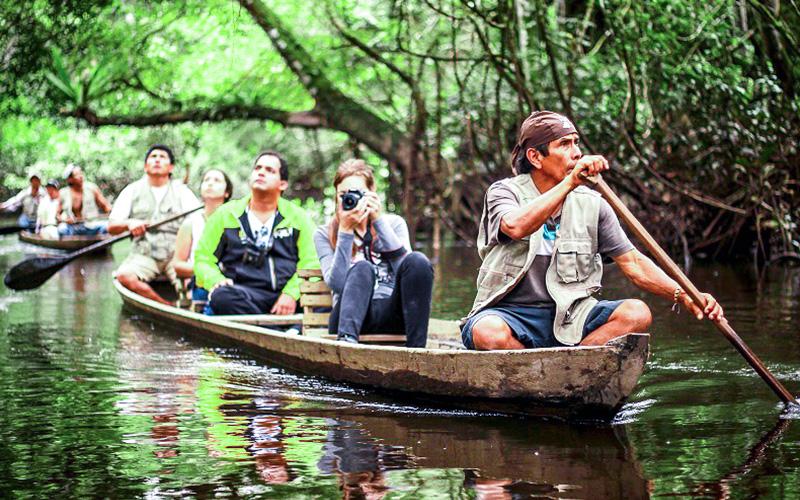 Puerto Maldonado paseo en bote