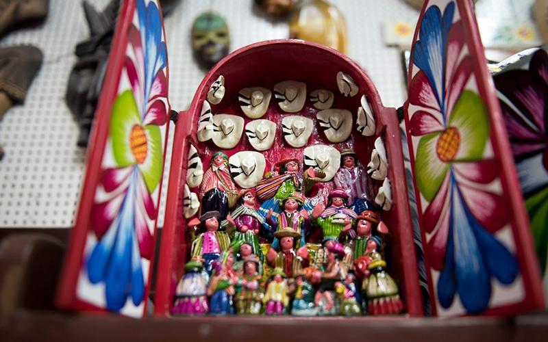 Retablo artesanal peruano Ayacucho Perú
